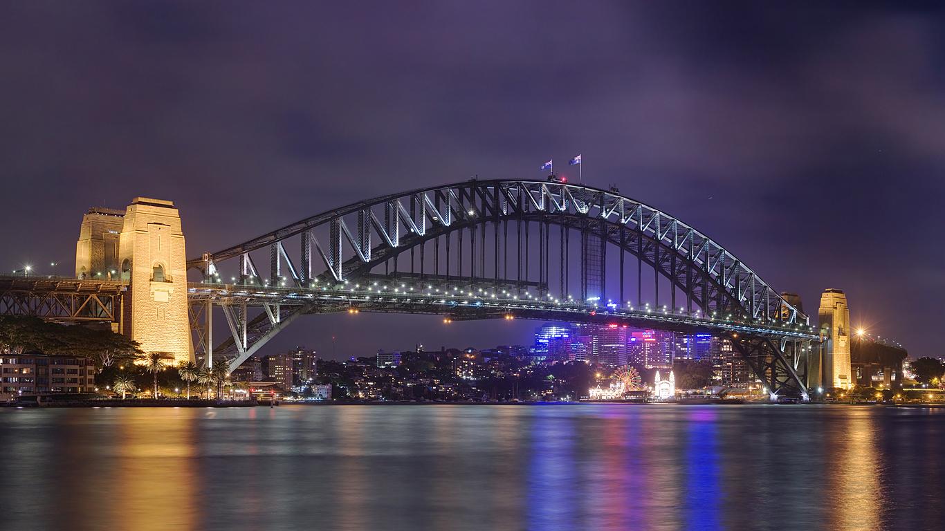 Мост Харбор ночью