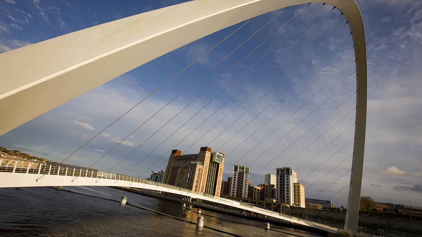 Красочная арка.Мост Тысячелетия