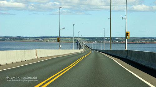 Дорога на мосту