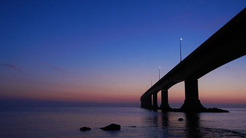 Мост Конфедерации после заката