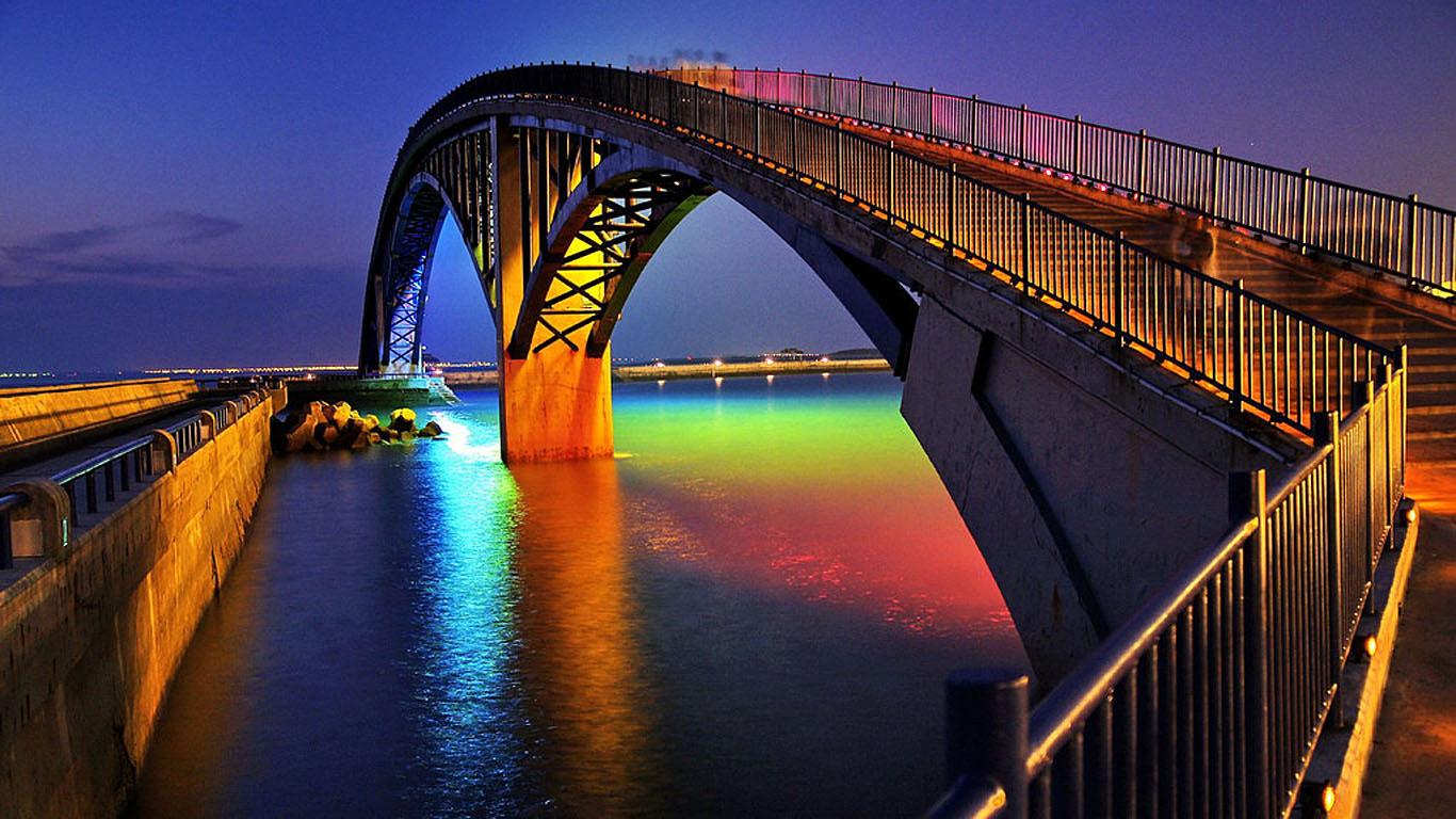 Радужный мост вблизи