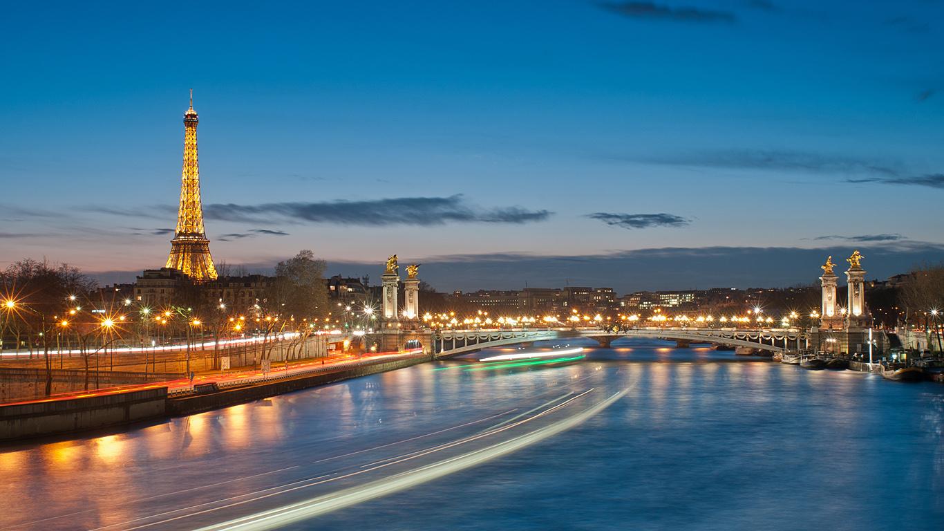 Мост Александра III издалека