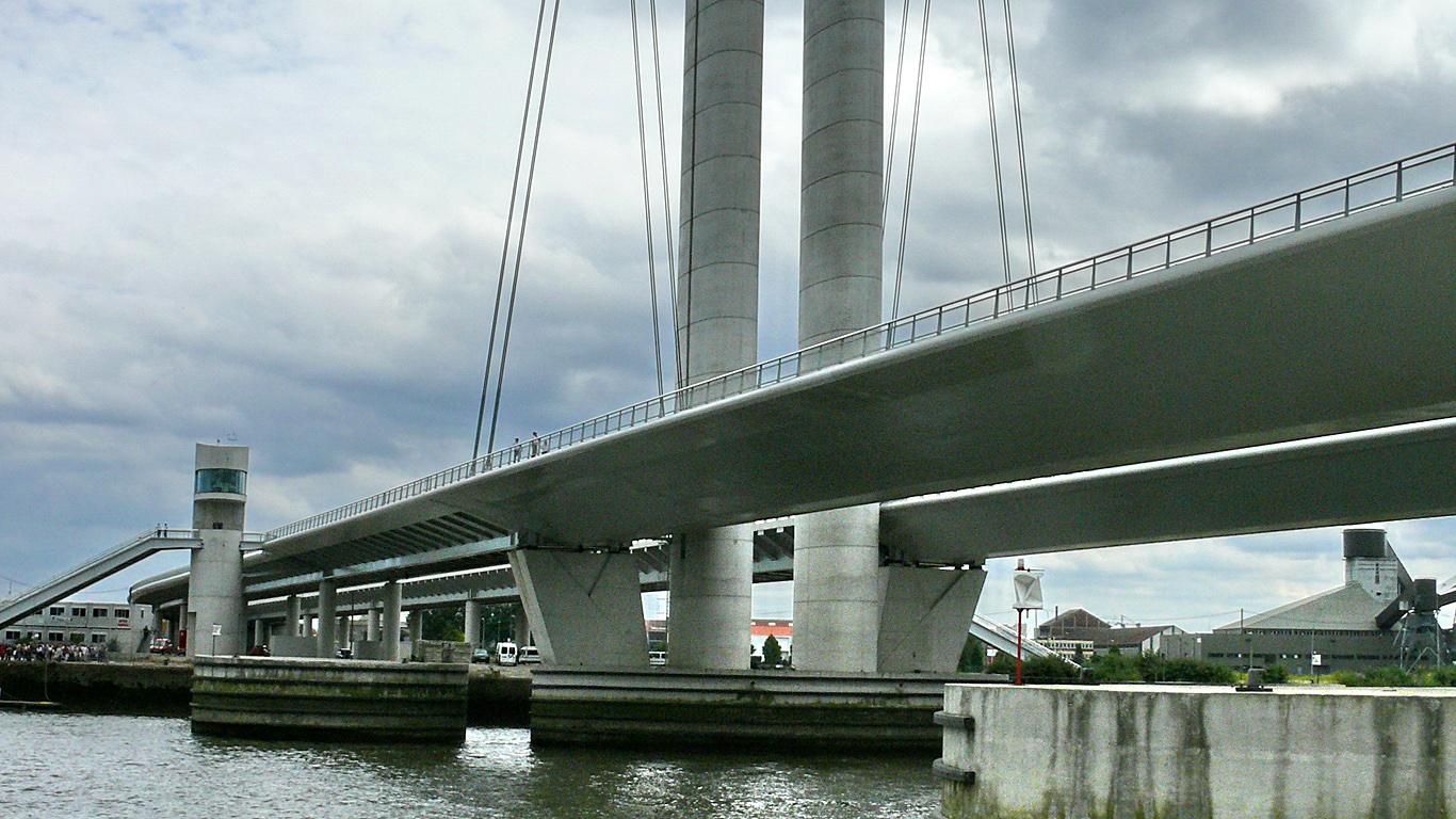 Мост Гюстава Флобера вблизи