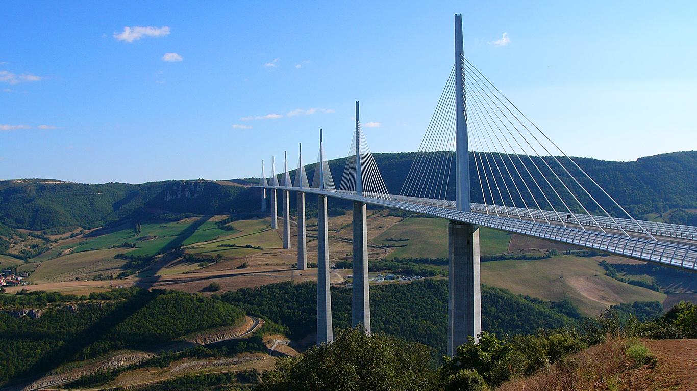 Вид на долину. Мост Милло