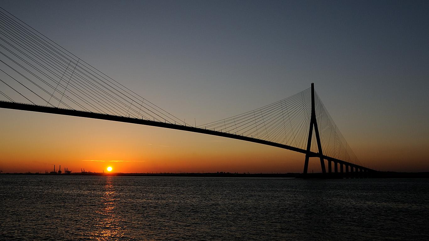 Мост Нормандия на закате