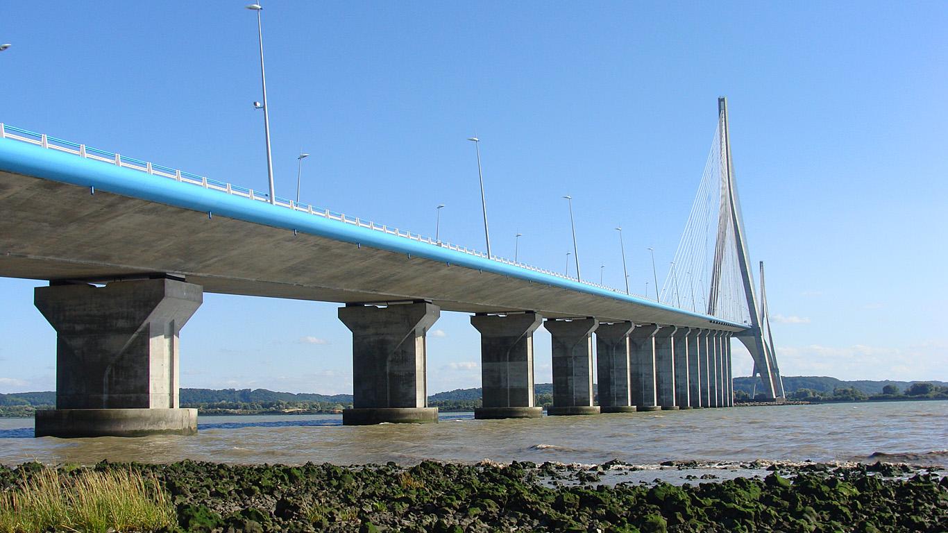 Вид с берега.Мост Нормандия