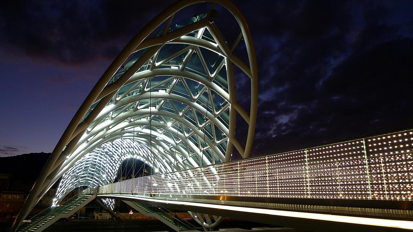Ночная подсветка Мост Мира