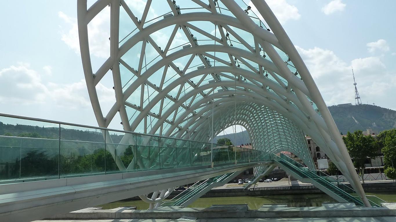 Мост Мира вблизи