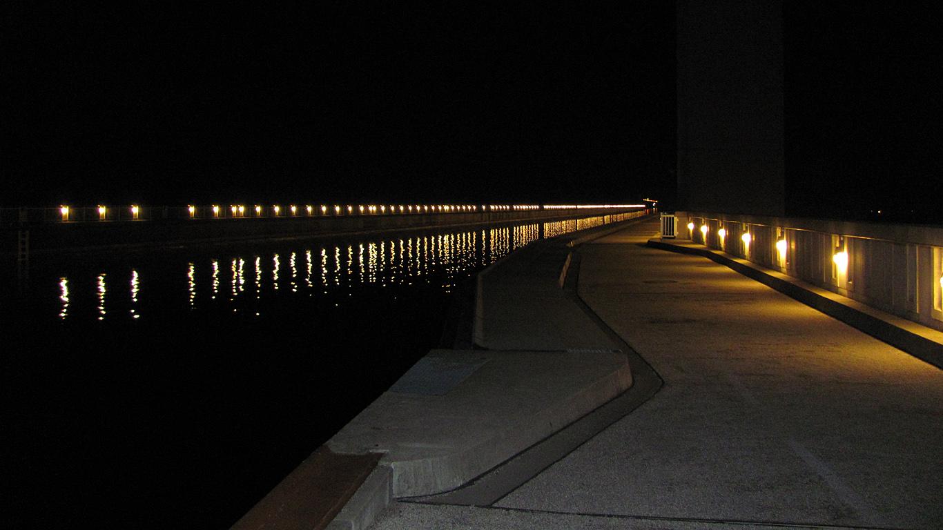 Магдебурский водный мост ночью
