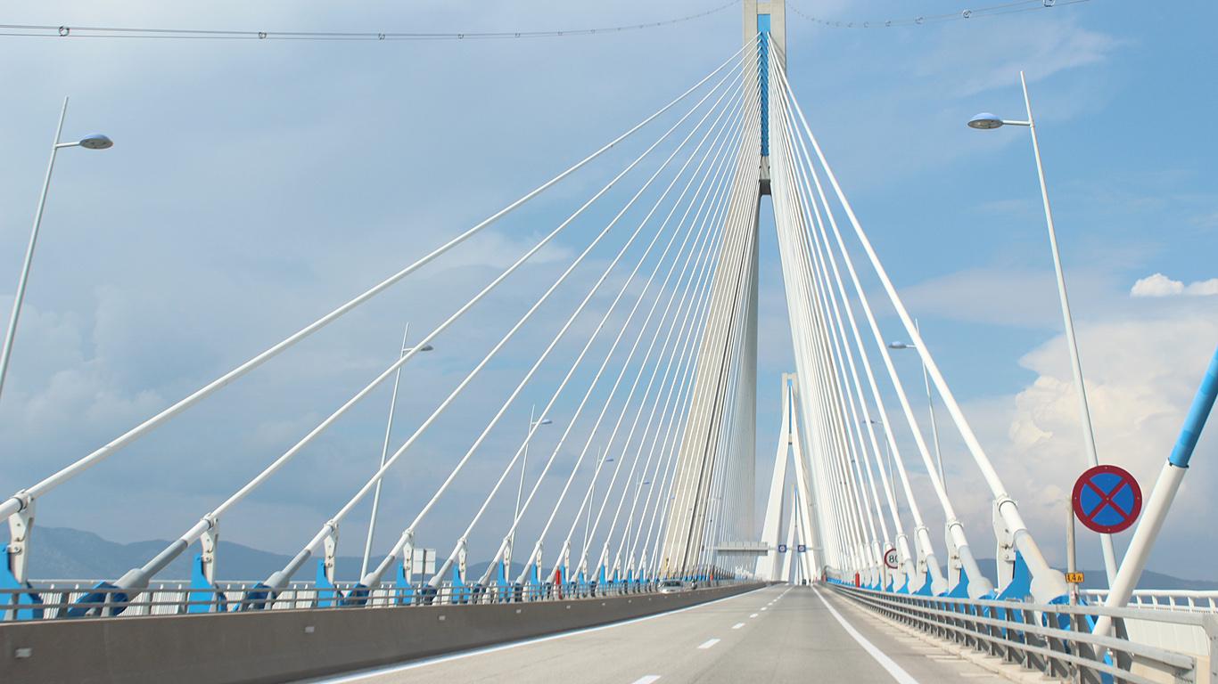 На мосту Рио-Антирио