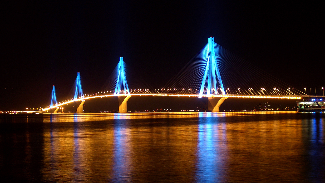 Мост Рио-Антирио ночью