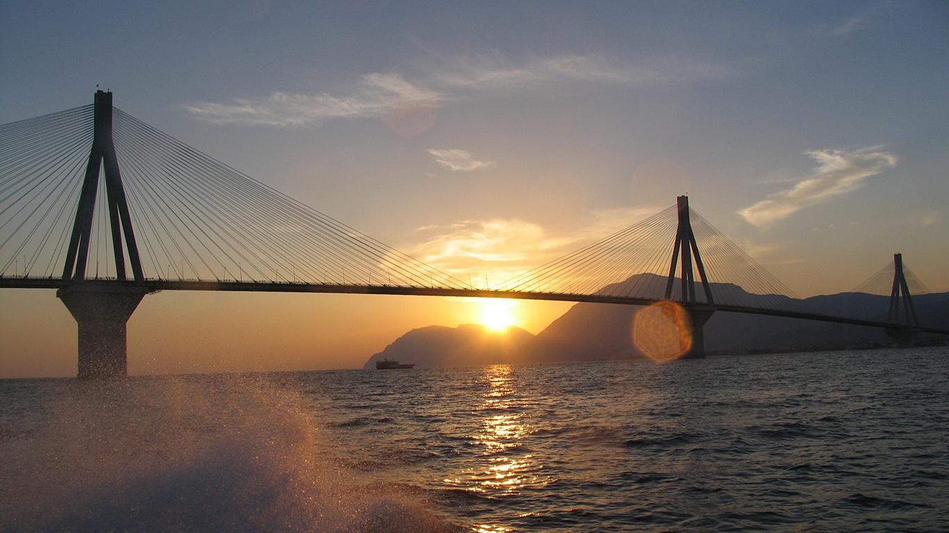 Закат и мост Рио-Антирио