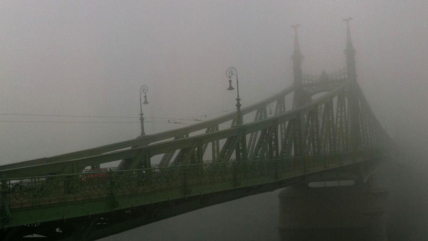 Туман над мостом Свободы
