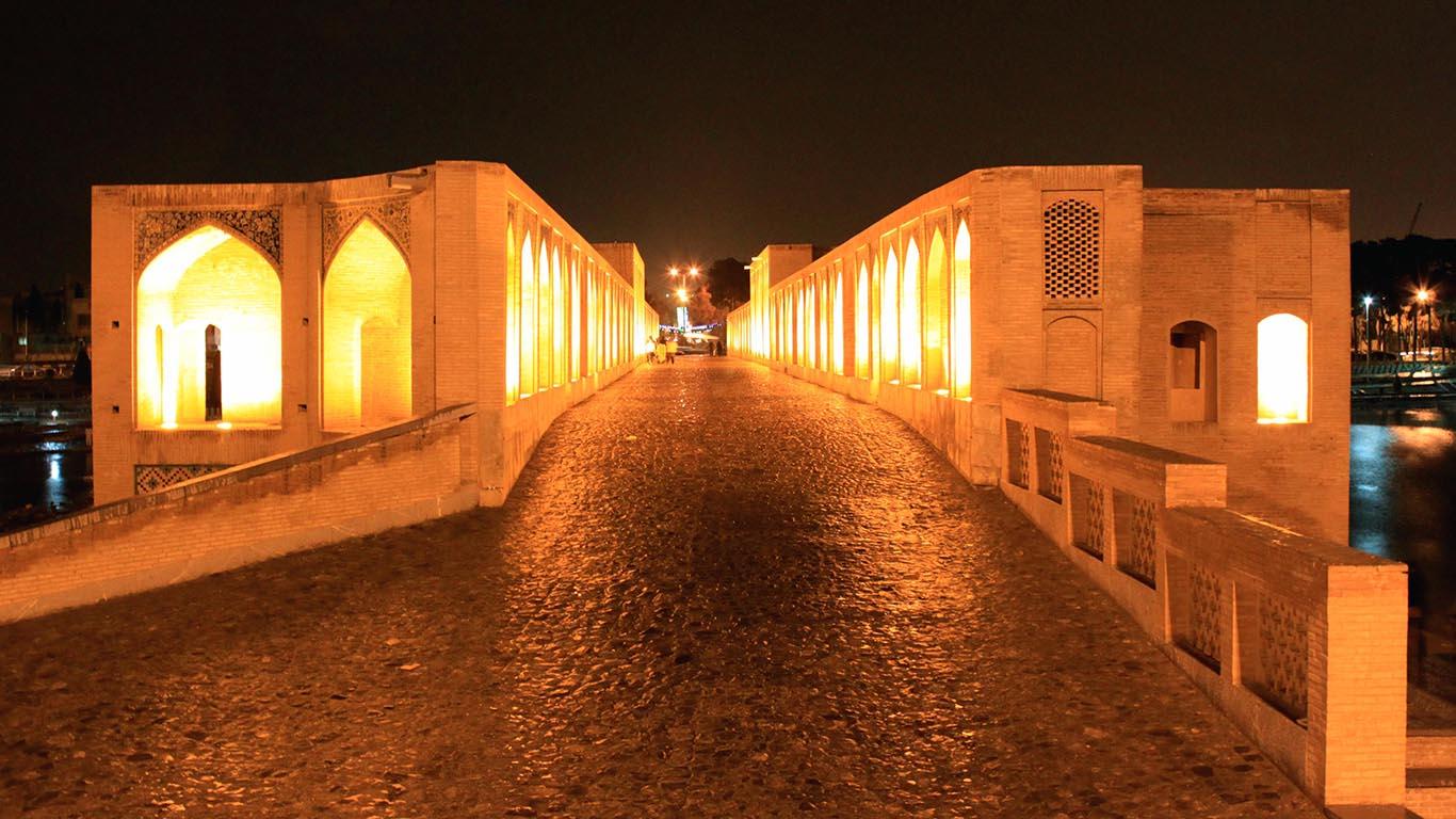 Вход на мост Хаджу
