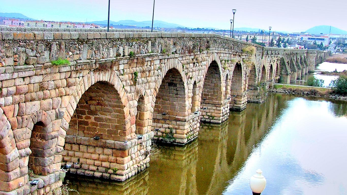 Римский мост вблизи