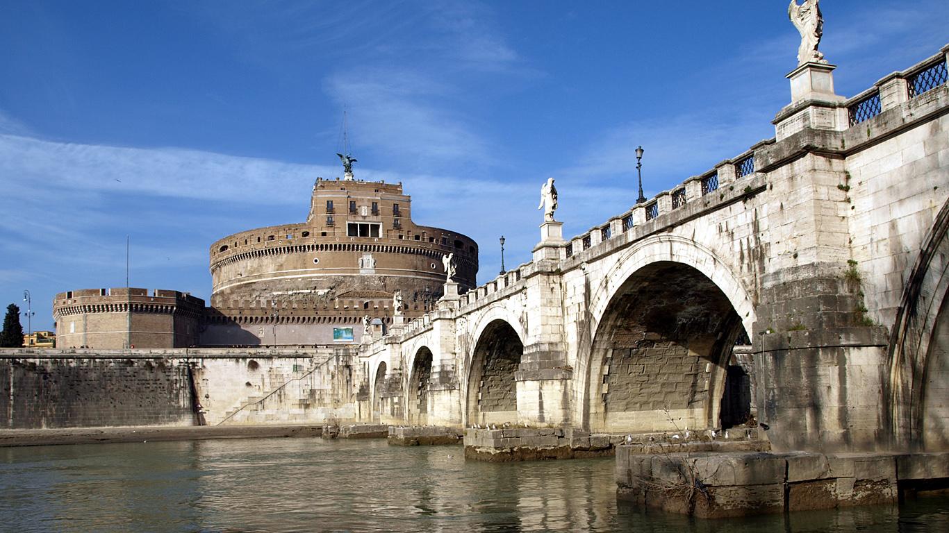 Вид с реки на мост Святого Ангела
