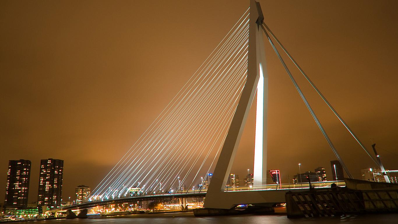 Подсветка моста Эразма
