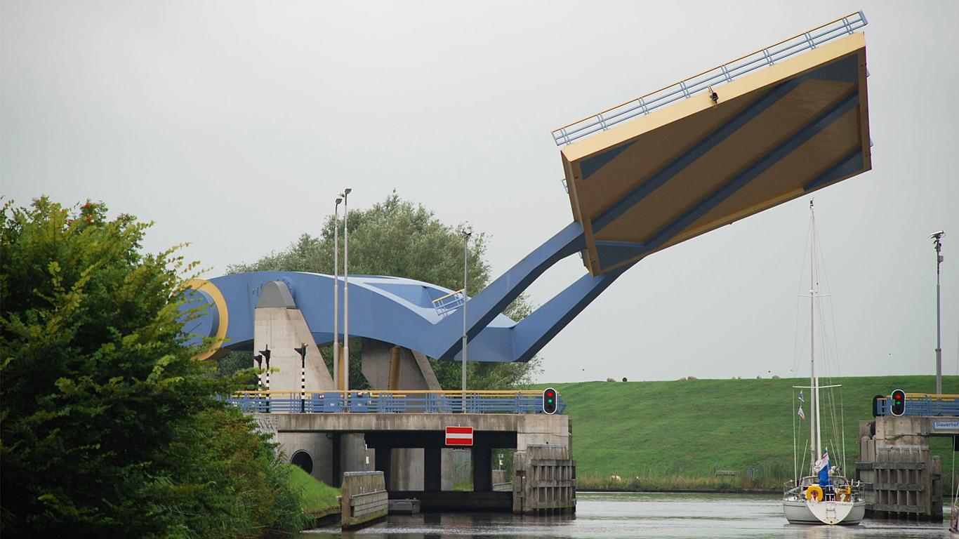 Мост Слауерхоффа в работе кран