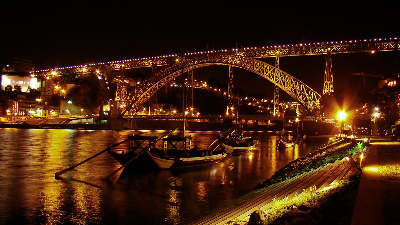 Мост Понте-де-Дон-Луиш ночью