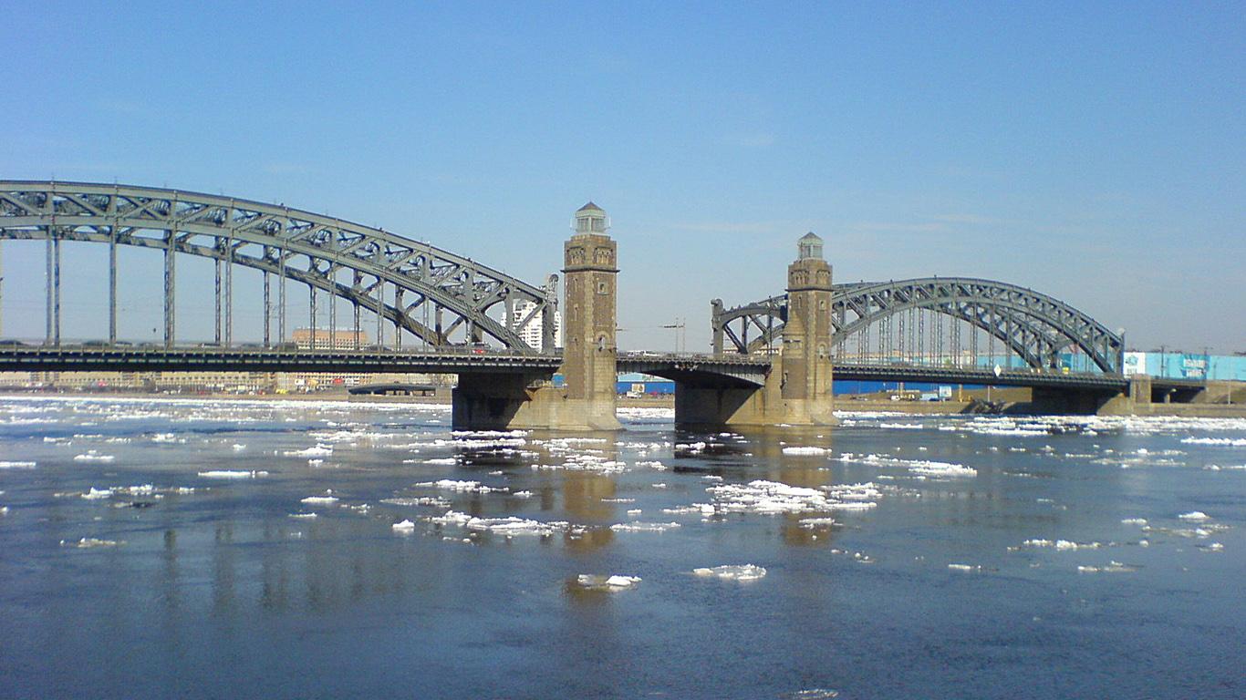 Большеохтинский мост весной