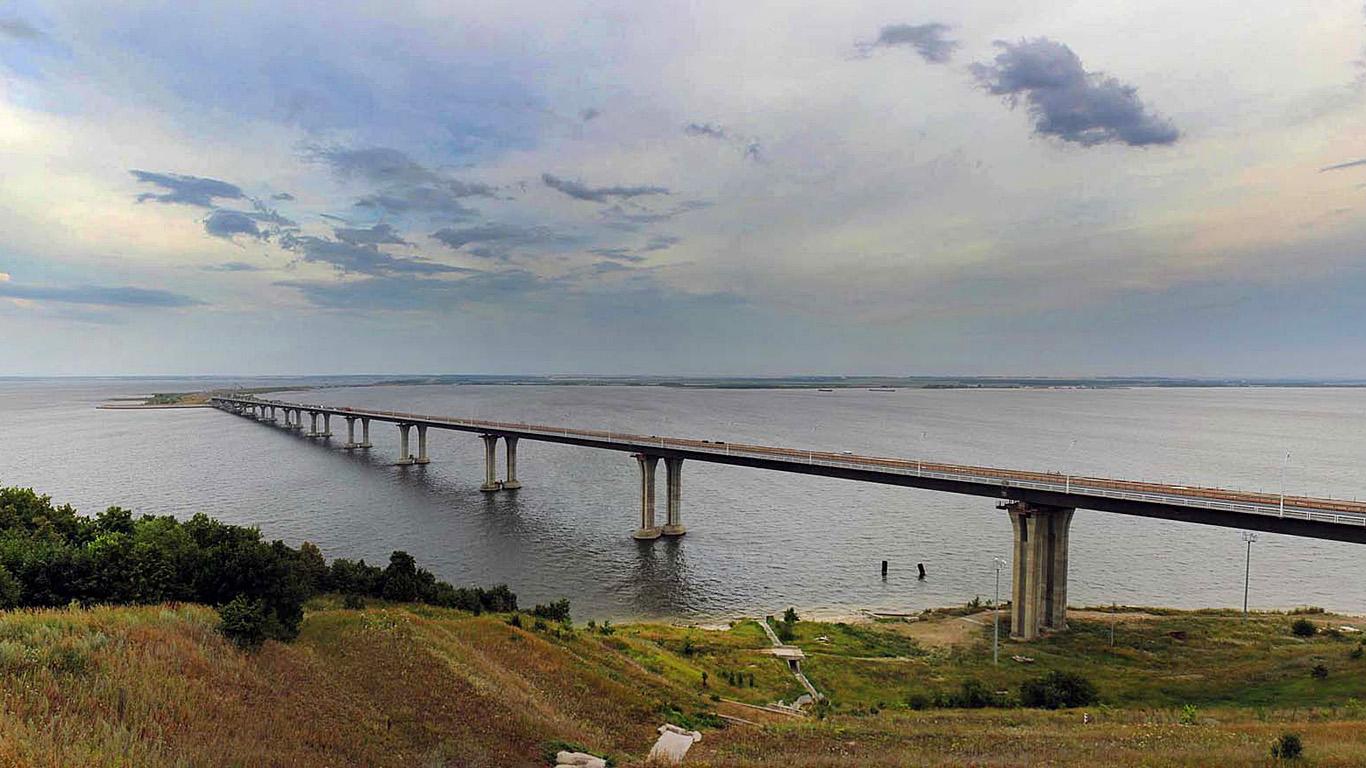 Мост через Каму издали