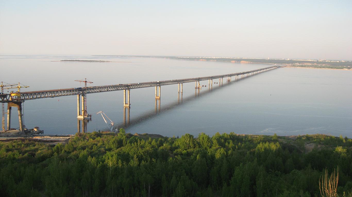 Вид с берега.Президентский мост в Ульяновске