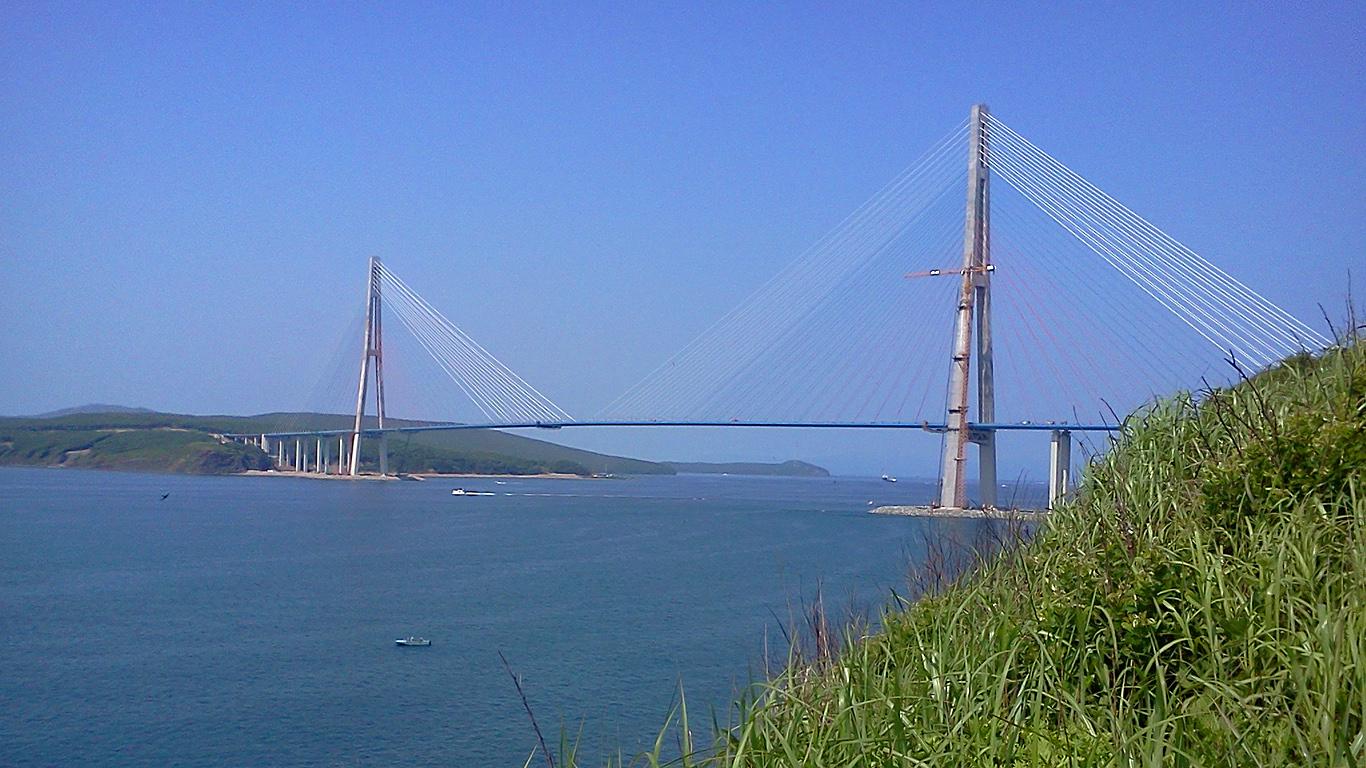Русский мост издалека