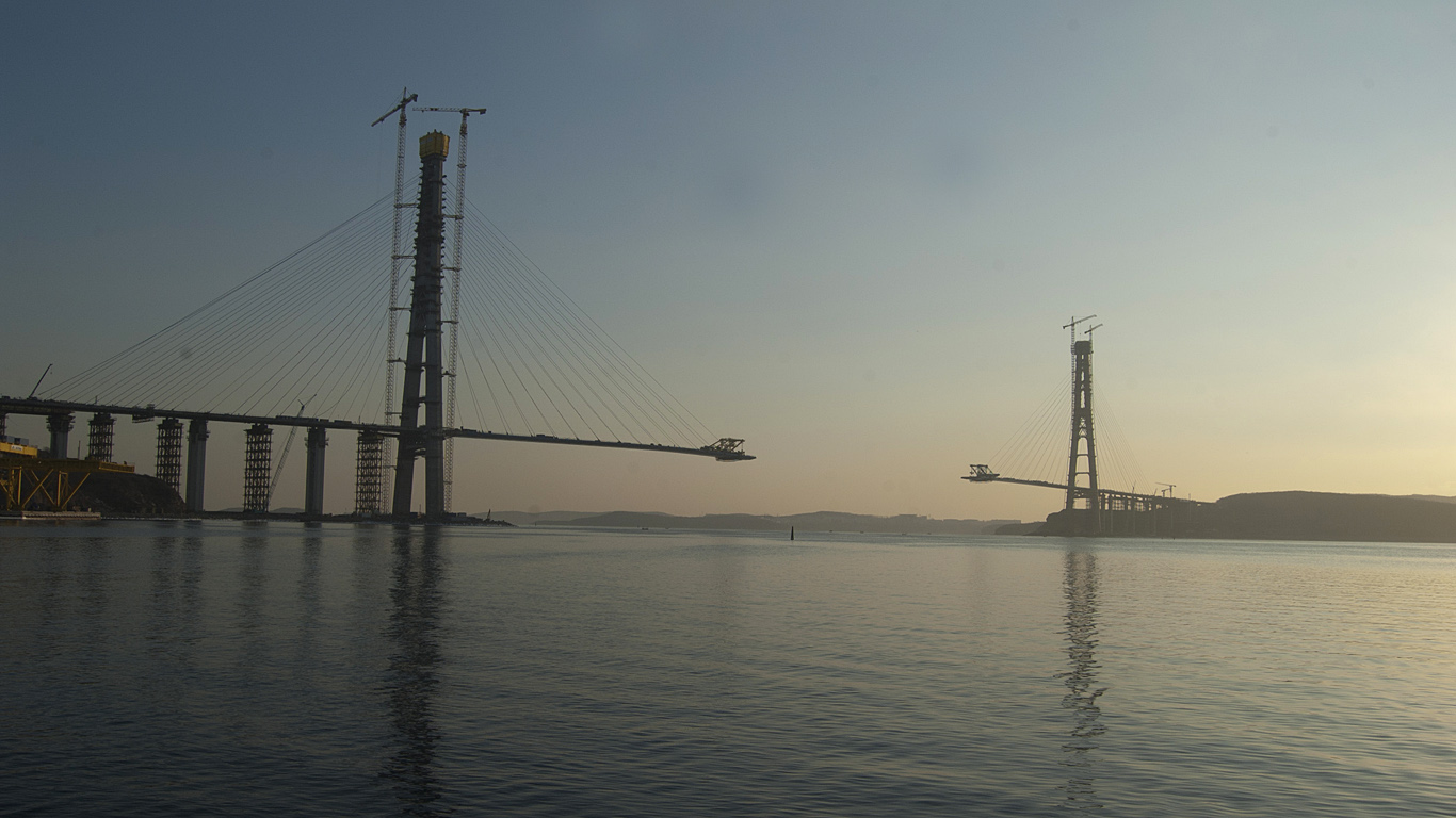 Стройка Русского моста