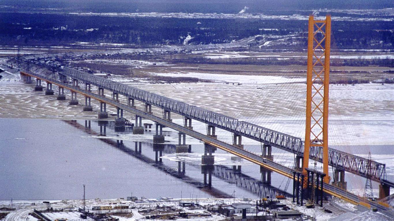 Сургутский мост зимой
