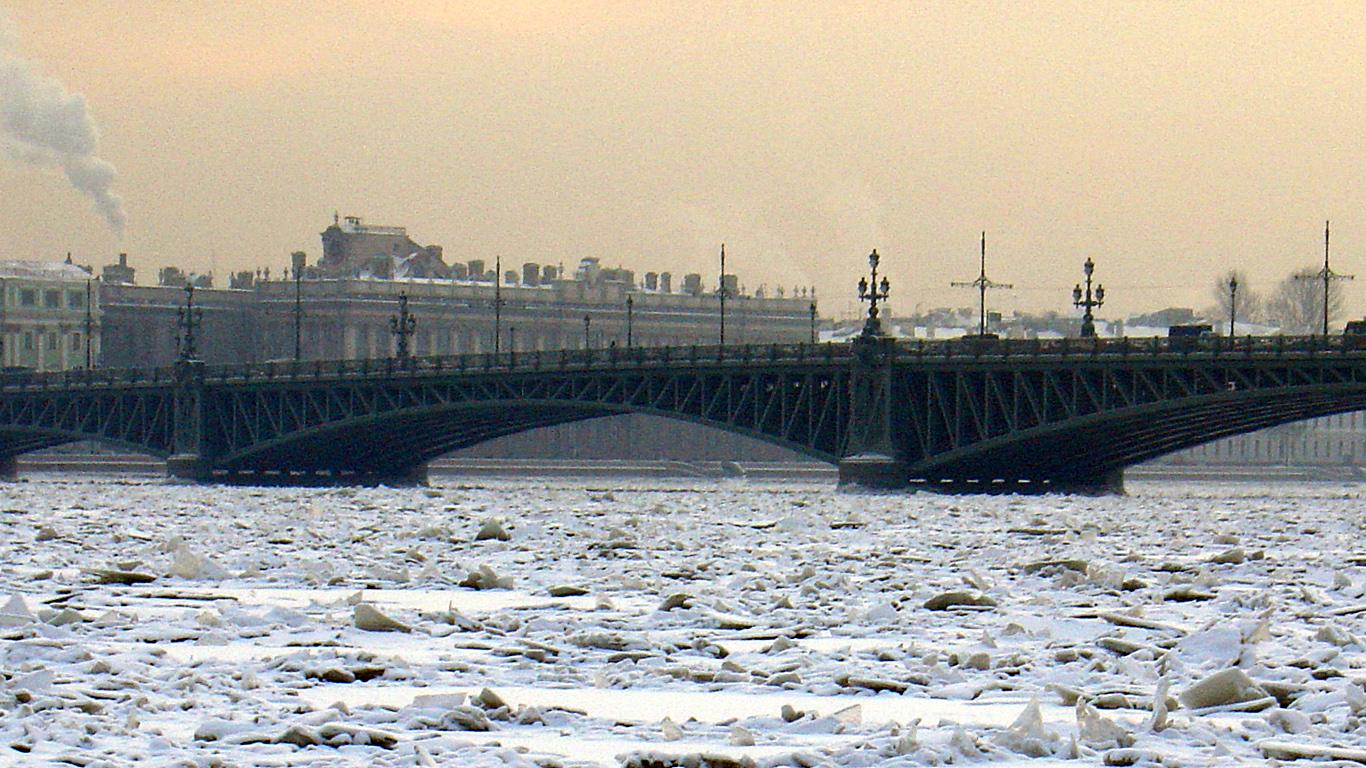 Троицкий мост и ледокол