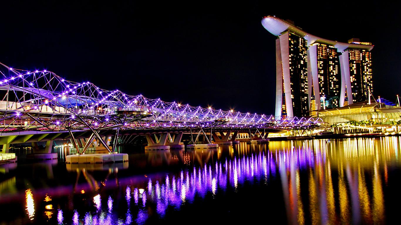 ДНК-мост ночью