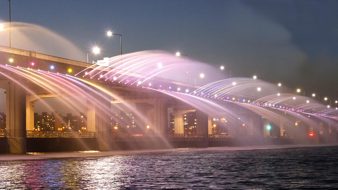 Вид с берега.Мост Банпо