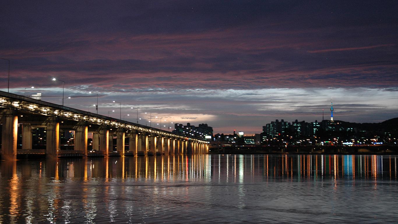 Мост Банпо вечером