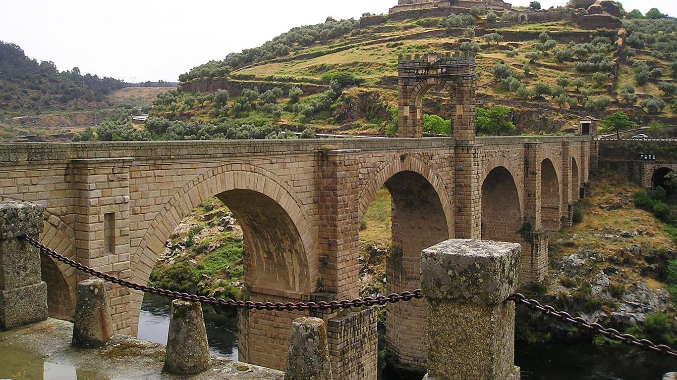 Вид с берега.Алькантарский мост