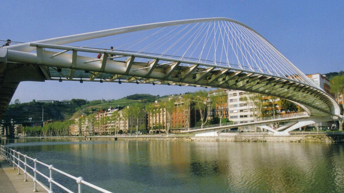 Мост Субисури днем