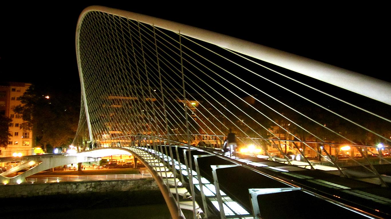 Мост Субисури ночью