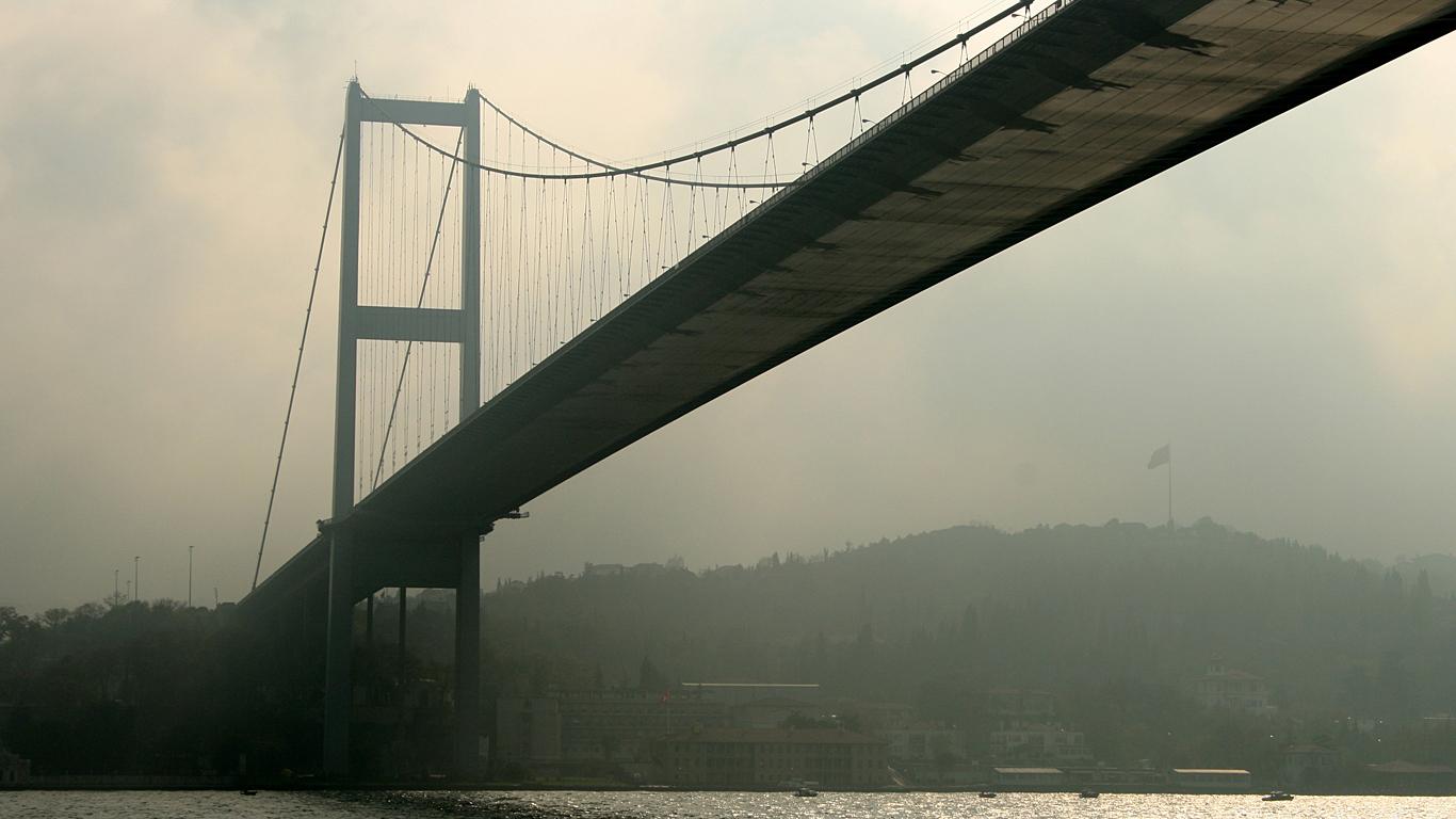 Туман и Босфорский мост