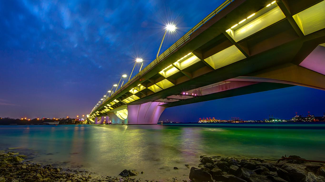 Вид с берега. Мост Шейха Заеда