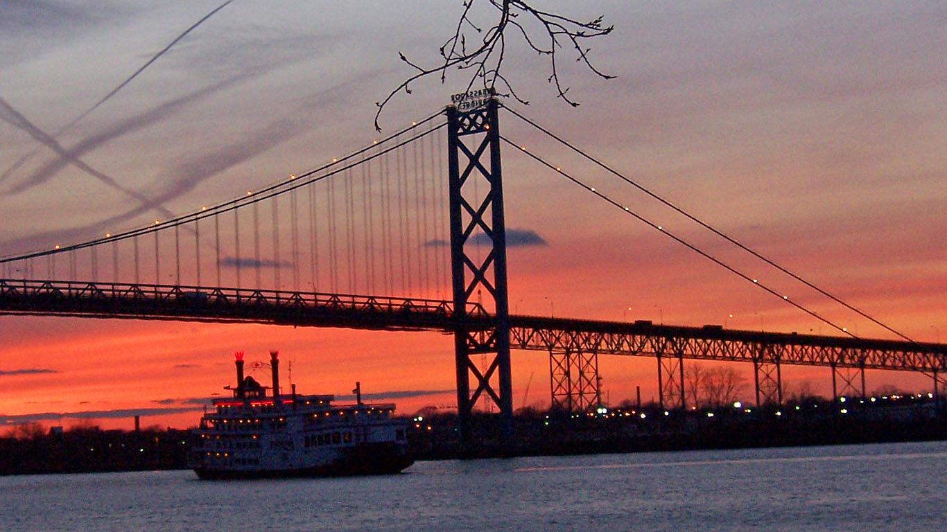 Мост Амбассадор на закате