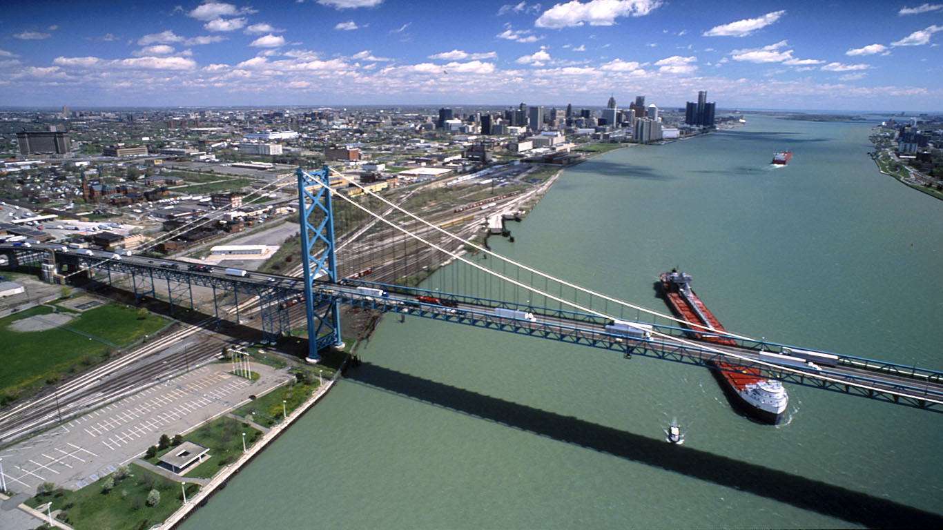 Мост Амбассадор с высоты