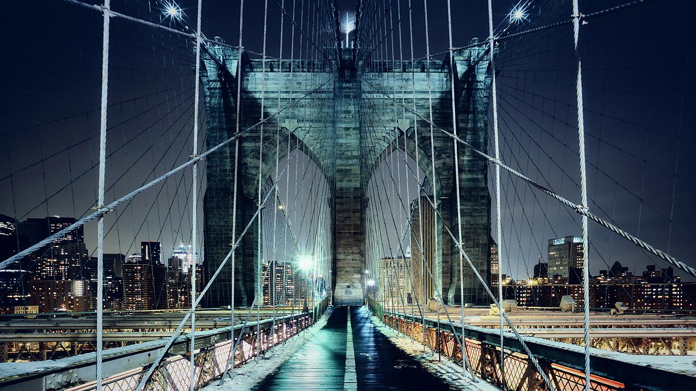 Бруклинский мост в снегу