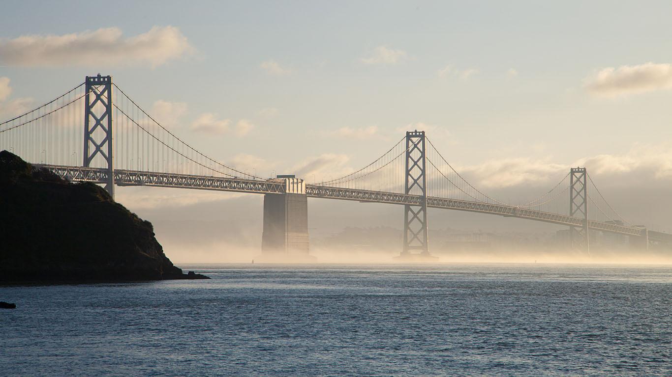 Мост из Сан-Франциско в Окленд днем