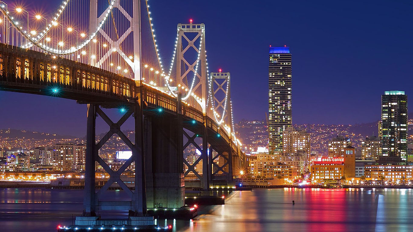 Подсветка моста из Сан-Франциско в Окленд