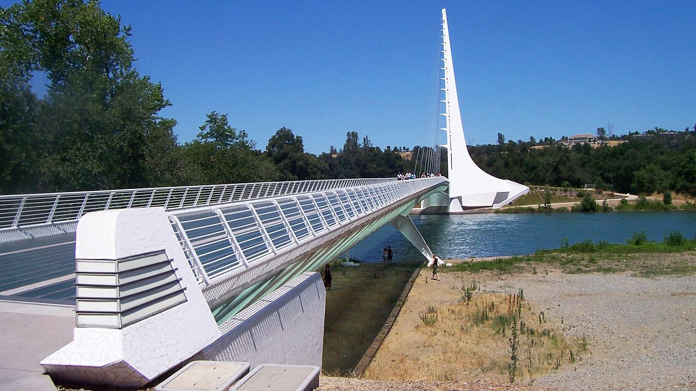 Вход на мост Сандиал