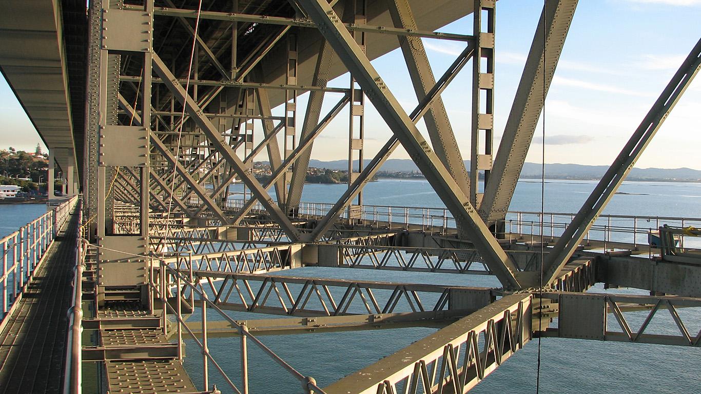 Под мостом Харбор Бридж